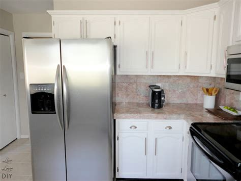 how to paint white kitchen cabinets livelovediy how to paint kitchen cabinets in 10 easy steps