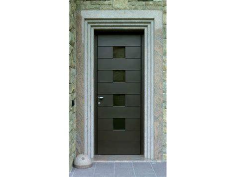 porta in alluminio per esterno porta d ingresso in alluminio e legno by carminati serramenti