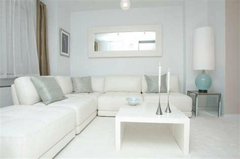 white sofa living room decorating ideas le salon blanc id 233 es de d 233 co minimaliste en blanc
