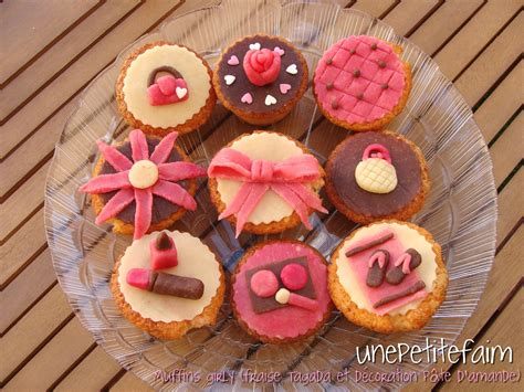Decoration Avec Pate D Amande by Muffins Girly Fraise Tagada Et D 233 Coration En P 226 Te D