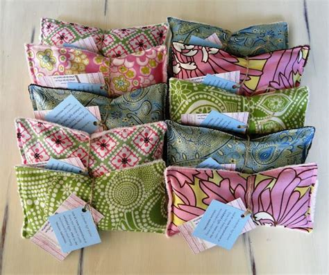 How To Make A Lavender Eye Pillow by Diy Lavender Eye Pillows Projects Galore