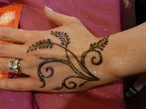 how do henna tattoos work 1000 ideas about easy henna on henna henna
