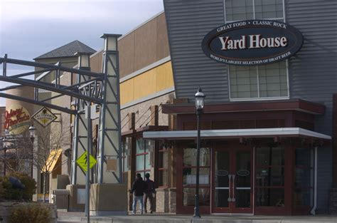 yard house restaurant darden ceo to step amid olive garden troubles aol