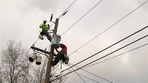 the life of the linemen who keep your lights on pbs newshour