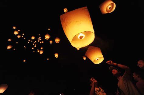 lanterne cinesi volanti fai da te potrebbero causare incendi lanterne cinesi volanti