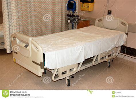 krankenhaus bett krankenhausbett lizenzfreies stockfoto bild 4359535