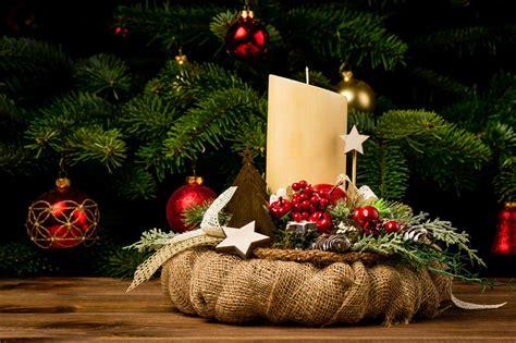 como decorar velas de navidad centros con velas para navidad hogarmania