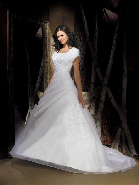 short sleeves modest wedding gown in prlog