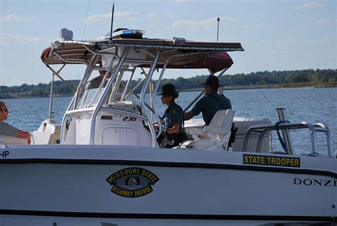 four winns boats lake of the ozarks boats collide at the lake of the ozarks injuring three