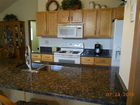baltic brown granite with oak cabinets help need