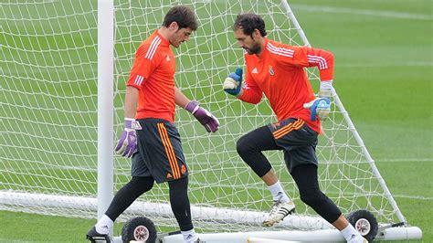 Bestseller Sarung Tangan Kiper Diego Tulang 25 Tahun Perjalanan Karier Iker Casillas Di Real Madrid
