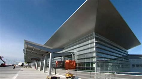 winnipeg airport authority sues contractor terminal