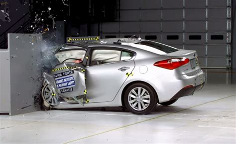 kia forte iihs shocking result for 2013 kia forte in iihs crash test