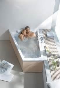 stellungen in der badewanne die besten 17 ideen zu badewannen auf boden