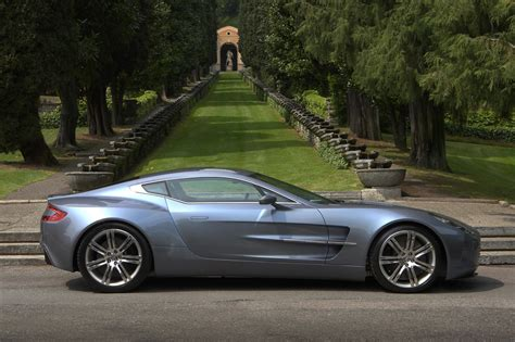 Aston Martin One77 by Voitures Et Automobiles Aston Martin One 77