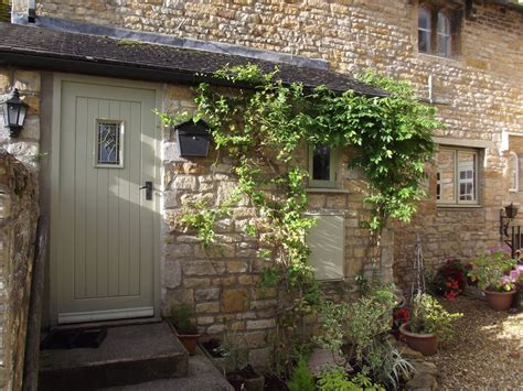 e2599 16th century cottage between stow on the wold and