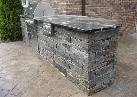 5 stones that are for an outdoor kitchen