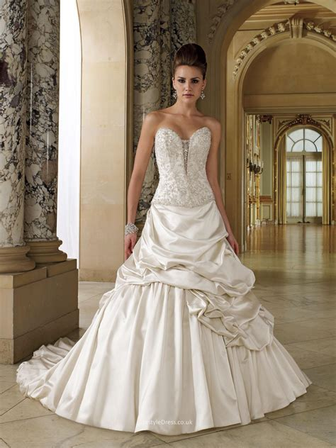 ball gown wedding dress uk with dramatic deep