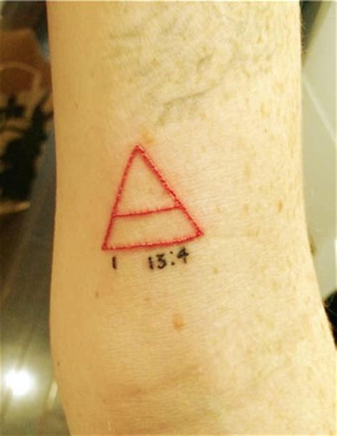 lindsay lohan tattoos pic the inspiration lindsay lohan s new triangle
