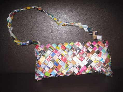 How To Make Paper Out Of Magazines - folded magazine purse 183 how to make a recycled bag