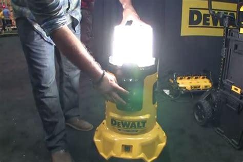 dewalt 20v area light a cordless area light and charger from dewalt jlc online