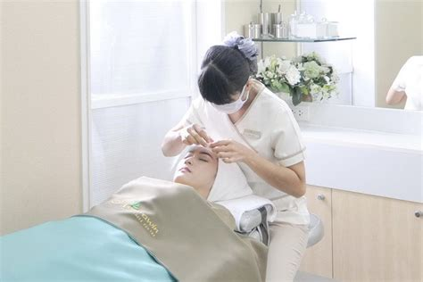 Stakes Claim In The Fashion Industry by Dermatology Stakes Claim In Thai Tourism Industry
