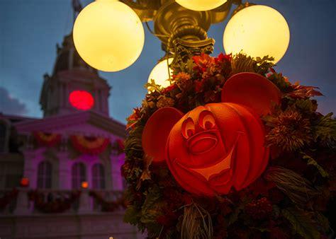 Disney World Decorations - decor now haunts magic kingdom park 171 disney