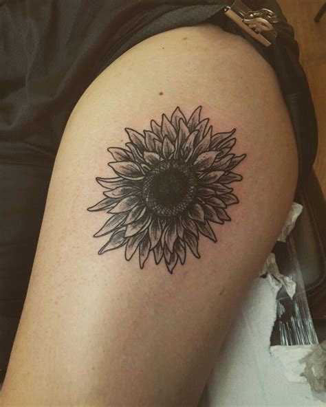 sunflower thigh tattoo best 20 sunflower thigh ideas on
