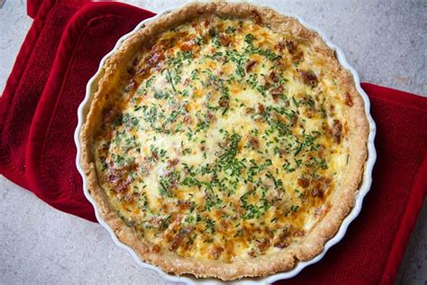 Quiche Lorraine Pie Large quiche lorraine recipe simplyrecipes