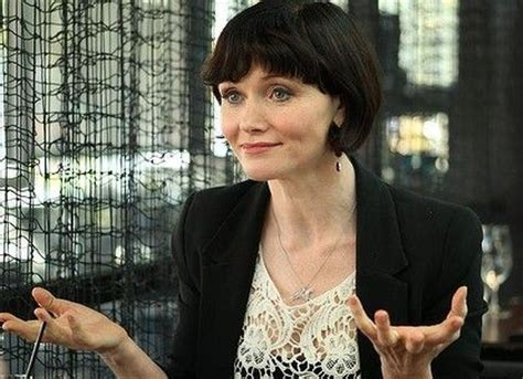 essie davis haircut 86 best haircuts for square face with thick hair images on