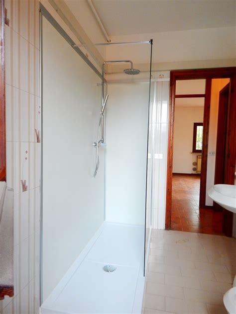 cambiare vasca con doccia sostituire vasca con doccia idee ristrutturazione bagni