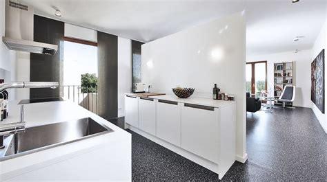 dividere cucina e soggiorno 5 idee pratiche per dividere la cucina dal soggiorno