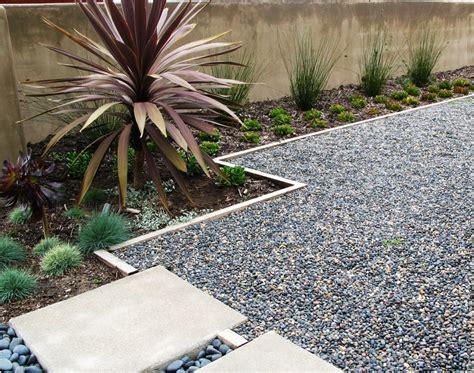 Gravel Landscape Design Pea Gravel Landscape Contemporary With Dicondra Concrete