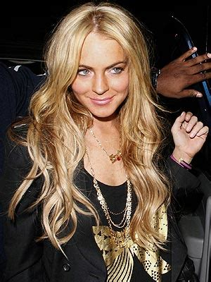 lindsay lohan with medium ash blonde hair very long and curly source hairstyles7 net lindsay lohan hair through the years