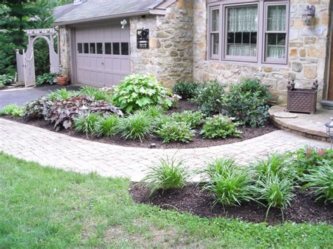 landscaping ideas for front entrance of house