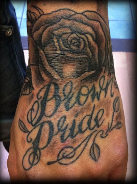 rose tattoo on hand with name rose hand tattoodenenasvalencia