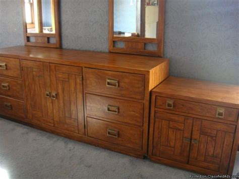 drexel heritage oak bedroom set excellent condition