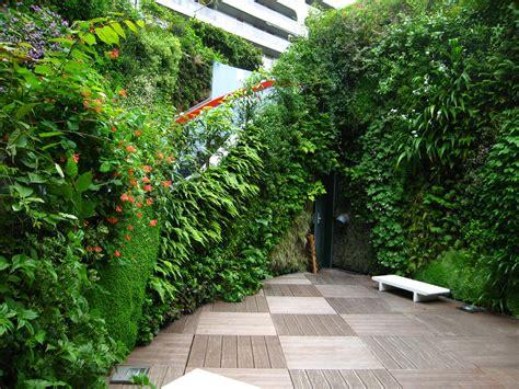 Blanc Vertical Gardens Ken Club Vertical Garden Blanc