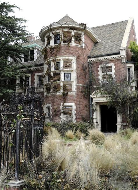 abandoned places 60 stories best 25 abandoned mansions ideas on old abandoned houses abandoned houses and old
