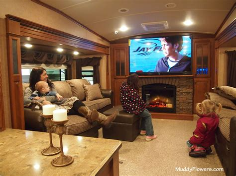 Rv With Fireplace by The Minneapolis Rv Vacation And Cing Show 2013 Review
