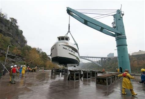 german u boat niagara falls maid of the mist lifted into new u s dry dock facility