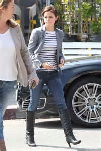 emma watson jeans emma watson in jeans leaving lemonade rstaurantn 06 gotceleb