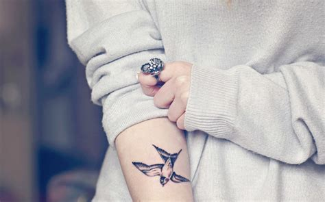 girl wrist tattoos tumblr tattoos for birds www pixshark