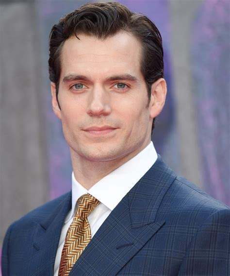 henry cavill shows off his superman bod with a shirtless