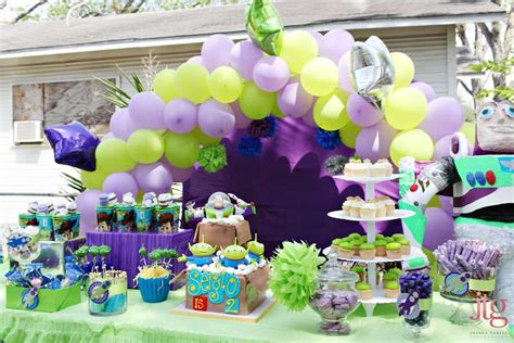 story of a girl themes buzz and aliens from toy story birthday party ideas