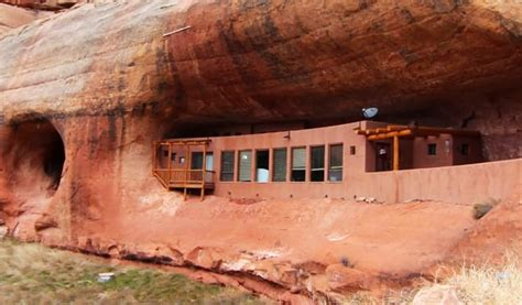 cliff haven  grid utah home nestled   natural
