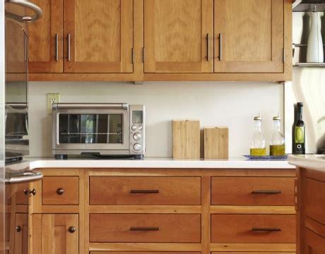 best hardware for medium oak cabinets oak cabinets kitchen ideas