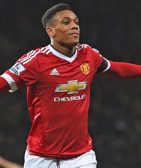 latest united news man utd news mourinho move on bumper contract offer van