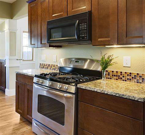 backsplashes for small kitchens finding the backsplash for your kitchen