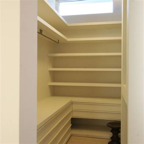 L Shaped Walk In Closet by 17 Best Images About L Shape Closet On Shelves